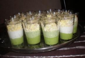 Verrine con avocado, tonno e uovo sodo